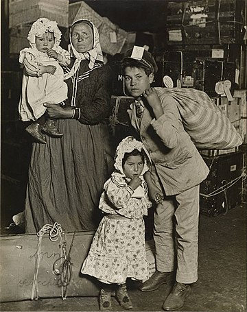 360px-Lewis_W._Hine_-_Immigrant_Family_in_the_Baggage_Room_of_Ellis_Island_-_Google_Art_Project