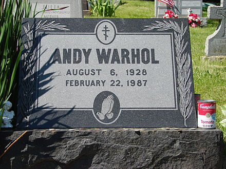 440px-Warhol's_grave